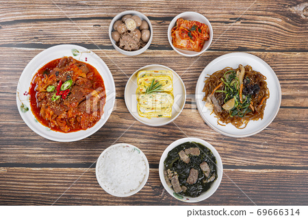Delicious Korean food, a collection of various Korean dishes 295 69666314