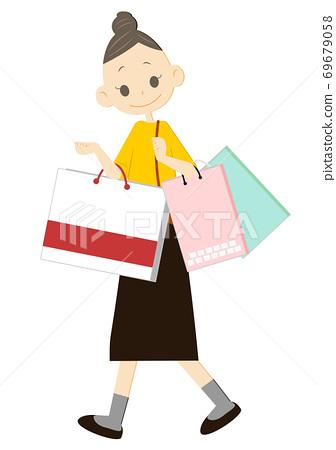 쇼핑 가방을 많이 가진 여성 69679058