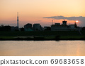 Overlooking central Tokyo from a walk along the riverbed. .. .. 69683658
