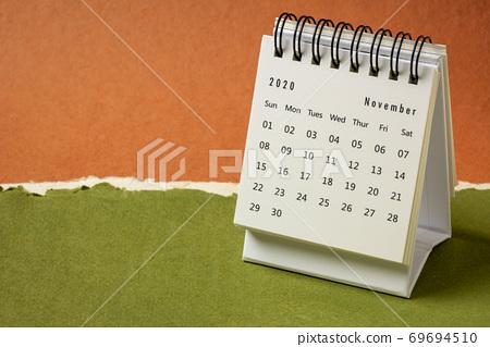 November 2020 - spiral desktop calendar 69694510