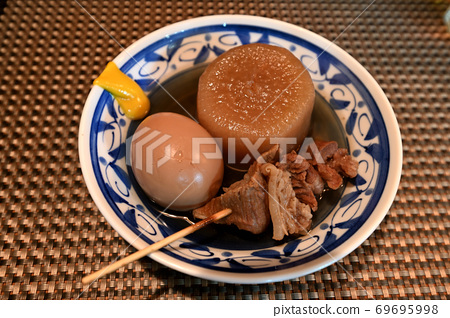 Oden to eat at the store 69695998