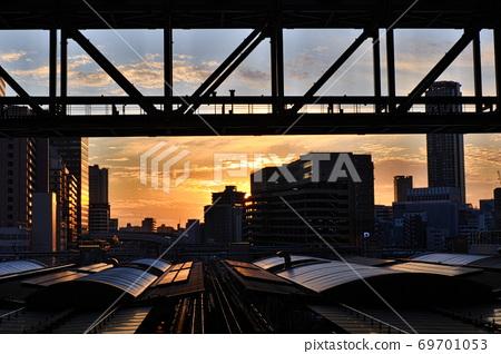 JR Osaka Station Evening View Connecting Bridge Large Roof 69701053
