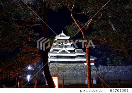 Night view of Matsumoto Castle, Matsumoto City, Nagano Prefecture 69701391