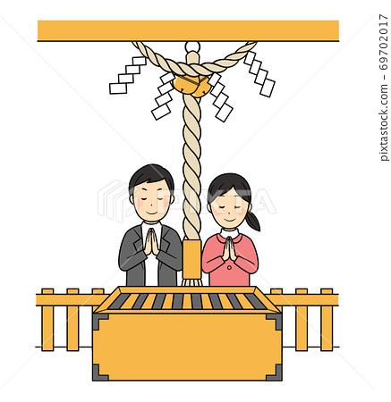 兩人在神社里崇拜 69702017