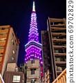 建筑物之间的空隙中的无限钻石面纱东京铁塔 69702829