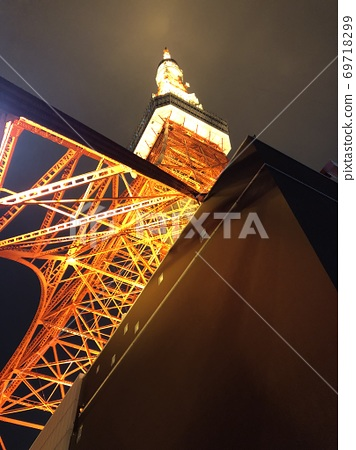 Tokyo Tower night view version seen from directly below 69718299