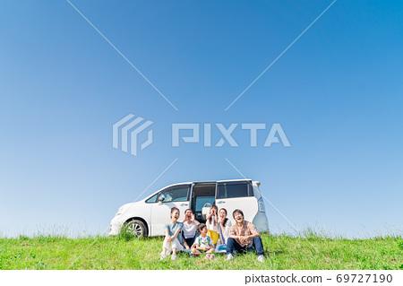 세 가족, 푸른 하늘, 여행, 앉아 69727190
