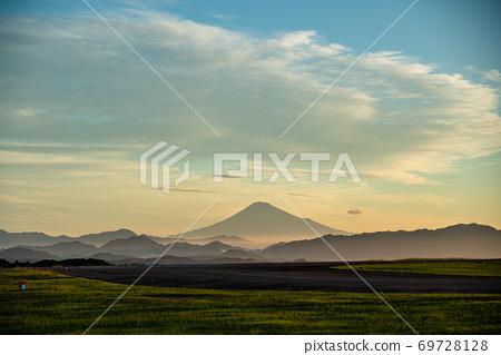 (시즈오카 현) 후지산 시즈오카 공항 활주로와 후지산 새벽 69728128