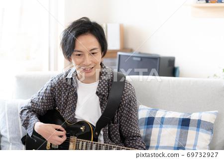 一個人在網上演奏樂隊[在家] 69732927