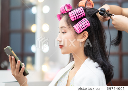 Woman in hair salon 69734005