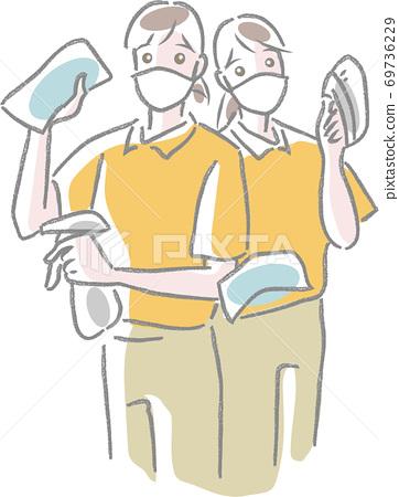 마스크를하고 크로스, 스프레이, 브러쉬를 가진 2 명의 청소 직원 69736229