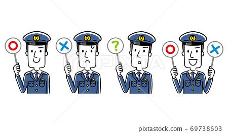 插圖材料:回答問題的年輕男警官 69738603