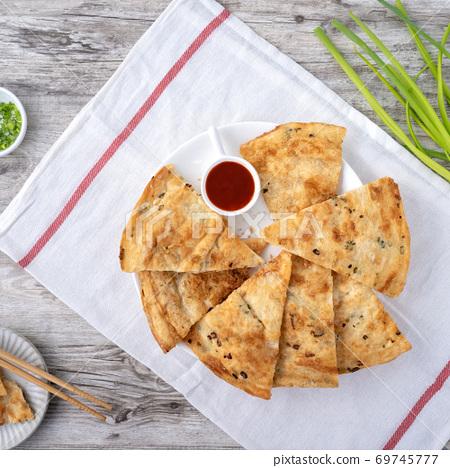 蔥油餅 台灣 小吃 scallion pancake Taiwan snack 揚げ 焼き葱入り餅 69745777