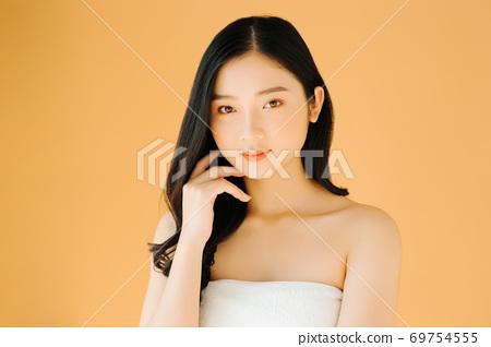 Beautiful girl 69754555