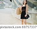 Shopping girl 69757337