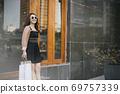 Shopping girl 69757339
