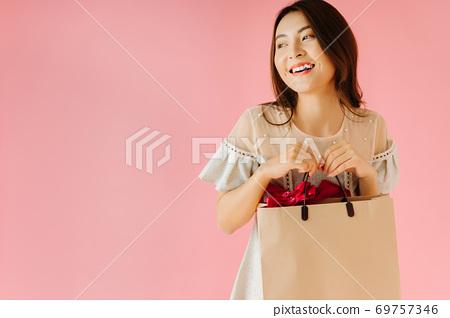 Shopping girl 69757346