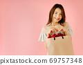 Shopping girl 69757348