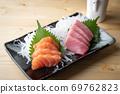 sashimi plate with salmon and tuna 69762823