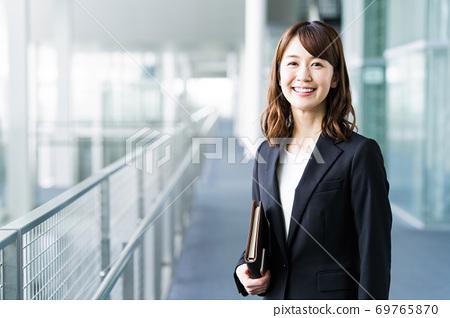 女商人辦公室 69765870