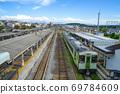 從長野縣小高站站立交橋看的站台和鐵路 69784609