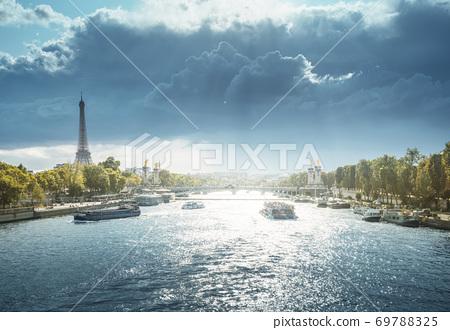 Alexander III bridge and Eiffel tower, Paris, France 69788325