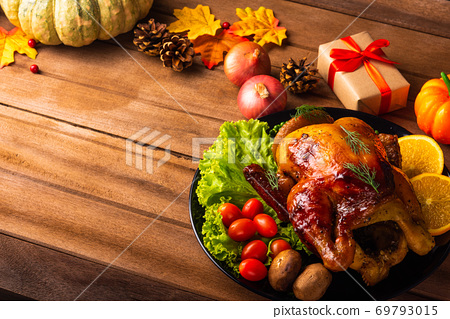 Thanksgiving roast turkey or chicken and vegetables 69793015