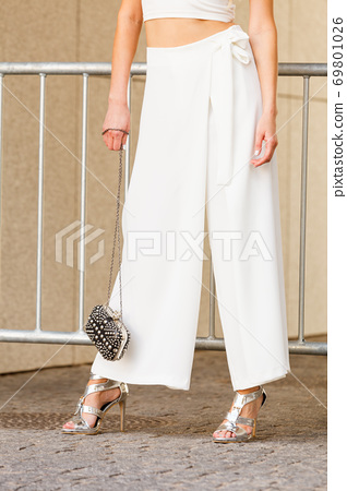 Silver high heels, purse and culottes 69801026