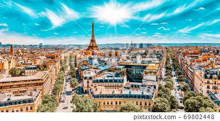 Beautiful panoramic view of Paris from the roof of the Triumphal Arch. View of the Eiffel Tower. 69802448