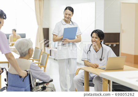 Elderly Housing with Care Doctors at Nursing Care Facilities 69805262