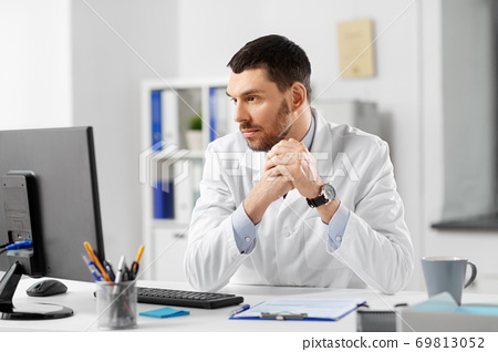 doctor with clipboard and computer at hospital 69813052