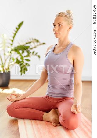 woman meditating in lotus yoga pose at home 69813406