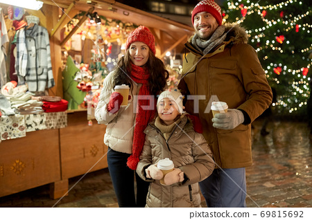 family with takeaway drinks at christmas market 69815692