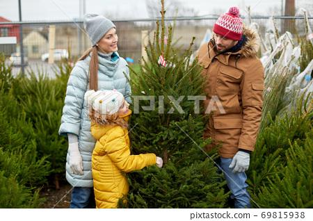 happy family choosing christmas tree at market 69815938