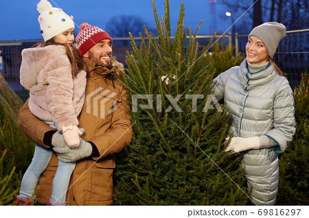 happy family choosing christmas tree at market 69816297