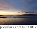 Akashi Kaikyo Bridge and Awaji Island that shine in the sunrise 69833017