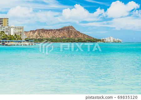 [Hawaii Oahu] Diamond Head seen from Waikiki Beach 69835120