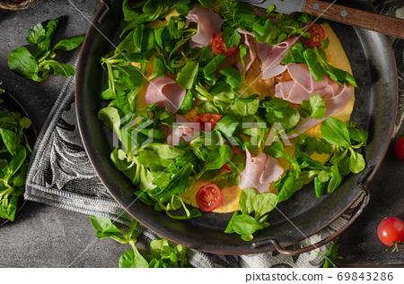 Egg omelette with salad 69843286