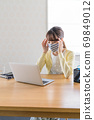 A young woman doing telework [Physical condition] 69849012