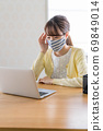 A young woman doing telework [Physical condition] 69849014