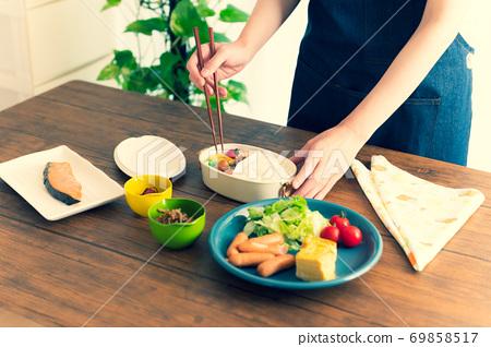 家庭主婦做午飯 69858517
