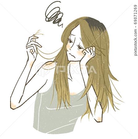 遭受頭髮疼痛和頭髮分裂的婦女 69871269