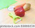 처음 야채의 껍질 69886038