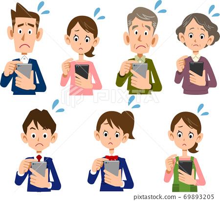 一家人經營一張智能手機,一張陷入困境的臉的插圖集 69893205