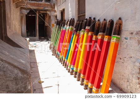 印度巴納拉斯的小巷風景 69909123