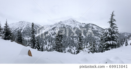 winter landscapes and relaxing effect in the peak mountains 69913841