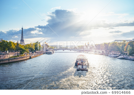 Alexander III bridge and Eiffel tower, Paris, France 69914666