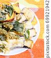 Vegetable tempura 69921942