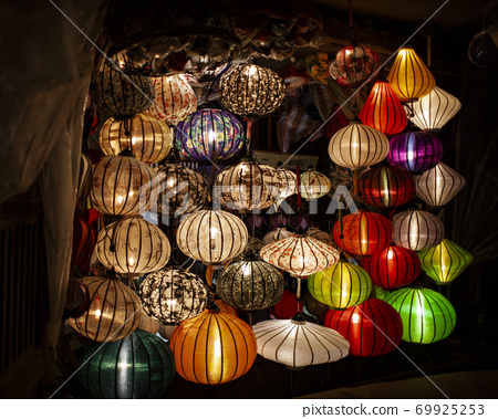 Asian lanterns illuminted in shop doorway 69925253
