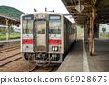 火車停在農村的老站,呂姆幹線,呂姆站的平台上 69928675